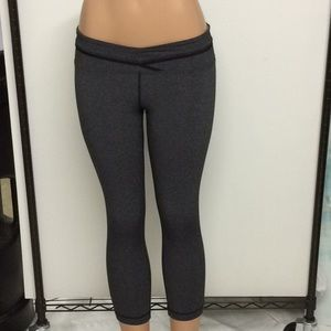 Lululemon ruffle tights size 4 EUC